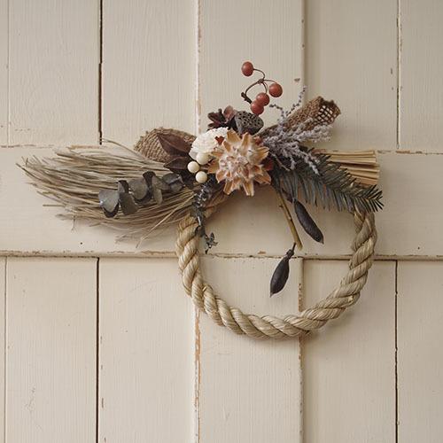 木の実と麻布がナチュラルな洋風しめ縄飾り