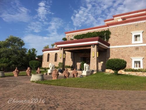 龍泉湖遊艇場と西蔵博物館