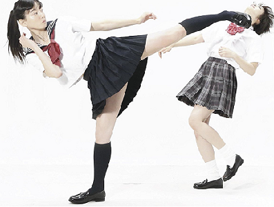 上段足刀蹴り 女子高生