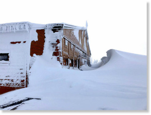 10366987_web1_1801ワシントン州ハリケーンリッジで14フィートの雪