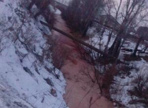DUx_BCIXUAAE03oロシア、チュメンの川が赤色