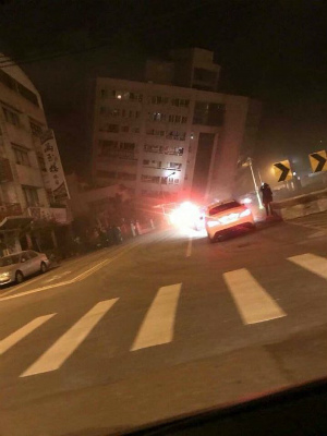 DVXXmlHU0AAqtKP浅いM6,4の地震がホテルを崩壊させる