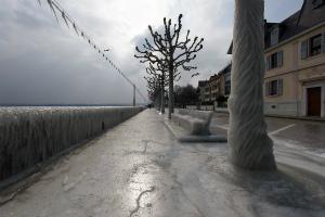 DXJh1RPW0AAUm3iスイスの湖