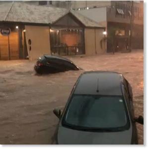 29089832_161439471228232_11885ブラジルのベロオリゾンテで激しい雨で洪水