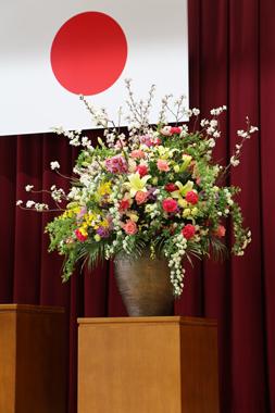卒業式 花 学校 お祝 演台 桜