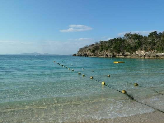 素晴らしい透明度を誇る伊計ビーチの海