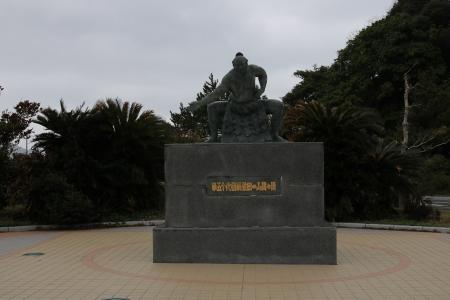 佐田の山関之像