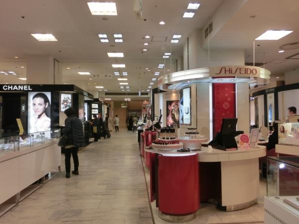 1階化粧品売場