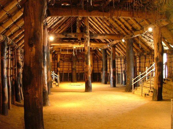 縄文時代の巨大建築物で有名な青森県の三内丸山遺跡