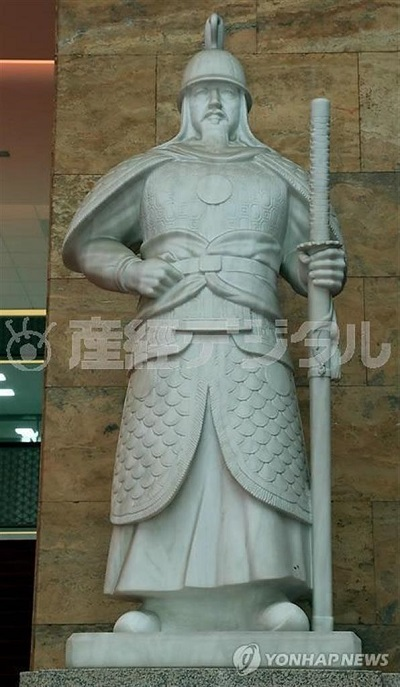 g画像:撤去が決まった国会議事堂の李舜臣像