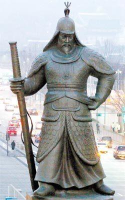 ソウル・光化門広場にある李舜臣将軍の銅像 「抗日」英雄像 忠武公(チュンムゴン