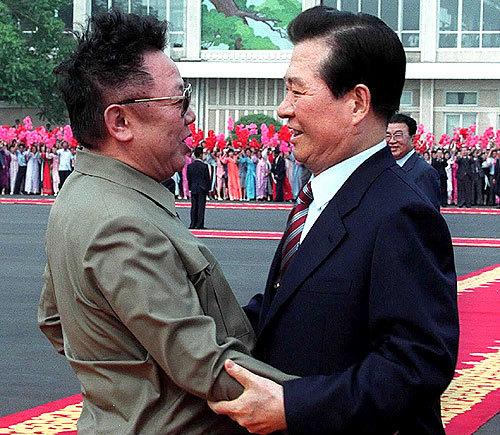 2000年6月に行なわれた南北首脳会談は大変な注目を浴び、金正日と金大中が空港で抱き合ったとき、日本や韓国では、まるですぐにでも統一が実現するかのように報道された。