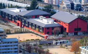 森友学園が国有地に開設予定だった小学校の建物=昨年11月、大阪府豊中市
