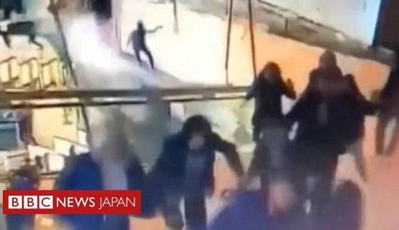 ジャカルタ証券取引所ビル内部が崩落の瞬間 BBC