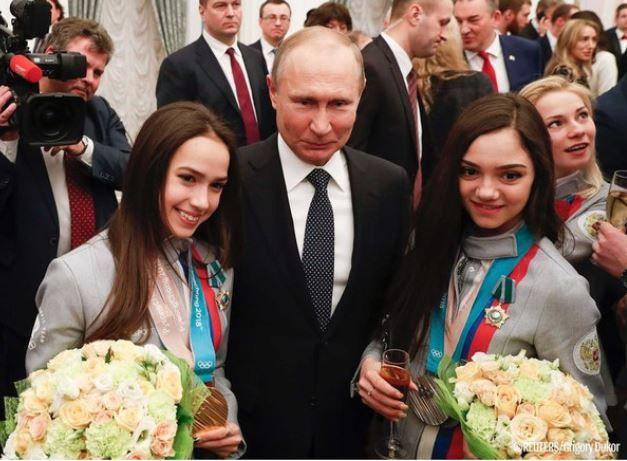 ザギトワと並んで、同じく女子フィギュアで銀メダルを獲得したエフゲニア・メドベージェワ選手も勲章を授与された。