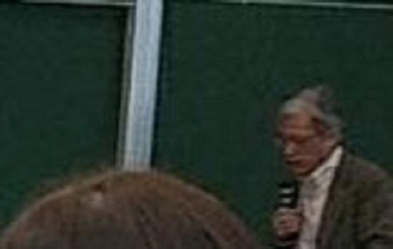 ▼右端でマイクをもっているのは反安倍総理派で有名な山口二郎教授。