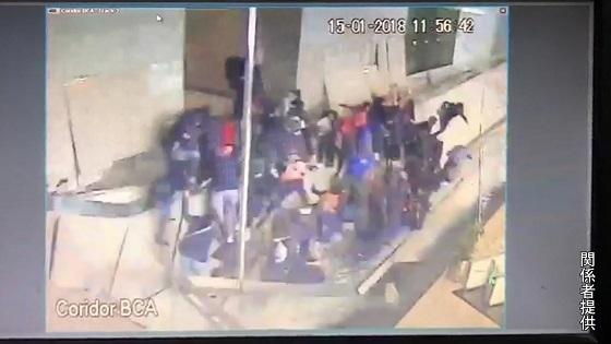 ジャカルタ証券取引所ビル内部が崩落の瞬間