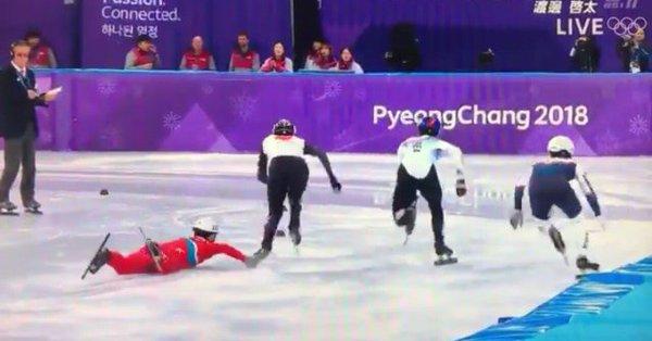 2月20日のショートトラック男子500メートル予選で北朝鮮の女応援団が応援する中、北朝鮮のチョングァンボムが、日本の渡邊啓太選手に対して露骨で悪質な妨害攻撃を2回続けて強行した!