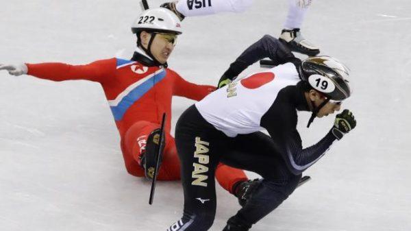 2月20日のショートトラック男子500メートル予選で北朝鮮の女応援団が応援する中、北朝鮮のチョン・グァンボム(16歳)が、日本の渡邊啓太選手に対して露骨で悪質な妨害攻撃を2回続けて強行した
