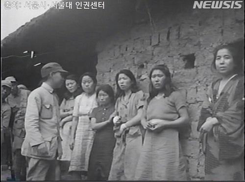 ソウル市とソウル大人権センターはこの映像資料1点をはじめ、写真資料2点、当時の米中連合軍が作成した作戦日誌をはじめ、旧日本軍の慰安婦虐殺を裏付ける文書14点も共に公開した。
