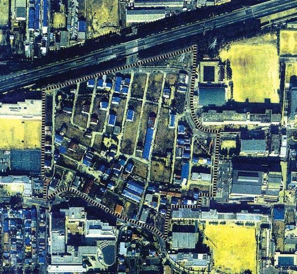 平成7年(1995年)空港敷地を不法占拠していた朝鮮人どもの長屋(バラック)が取り壊され、再造成が始まっている。