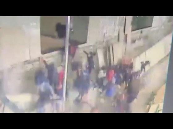 ジャカルタでビル一部崩落 70人超が負傷 テロ情報なし