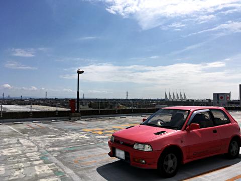 カラフルタウン岐阜の屋上駐車場_シャレードデトマソ2018_01