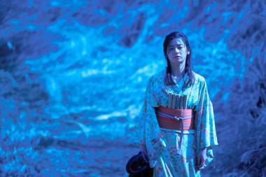 冨永昌敬 『素敵なダイナマイトスキャンダル』 ダイナマイトで爆発する母親を演じた尾野真千子。撮影は月永雄太。