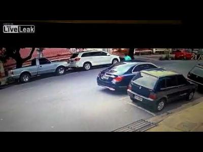 【衝撃!】ブラジルで強盗事件・・・返り討ちにされた!