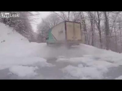 【神ワザ!】すんごいテクニックを持ったトラック運転手!