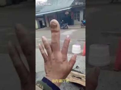 【スゴイ!】ウソだろっ?!ギネス級の巨大な中指!