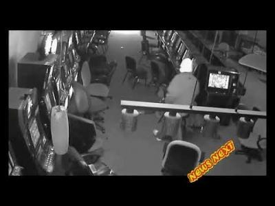 【衝撃!】ゲームセンター襲撃の瞬間映像!