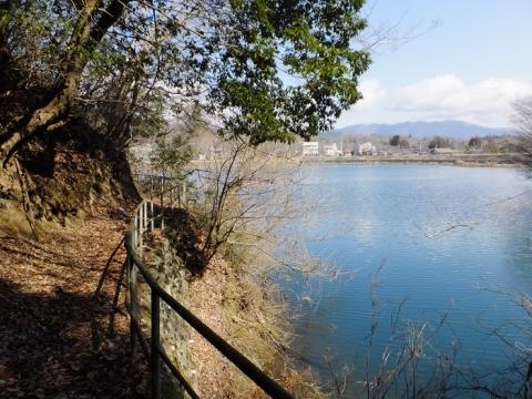 大野調整池・余水路に通じる道