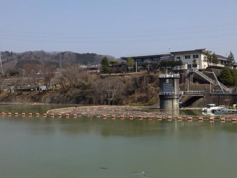 城山大橋から見た津久井湖