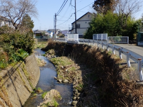増境橋より境川下流を望む