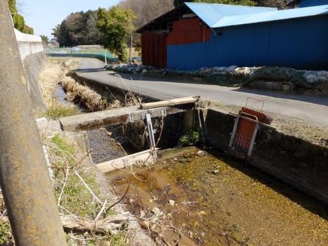 小松川の農業用水取水施設