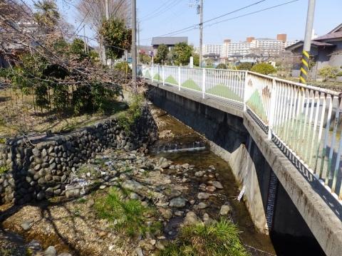 小松川に合流する穴川