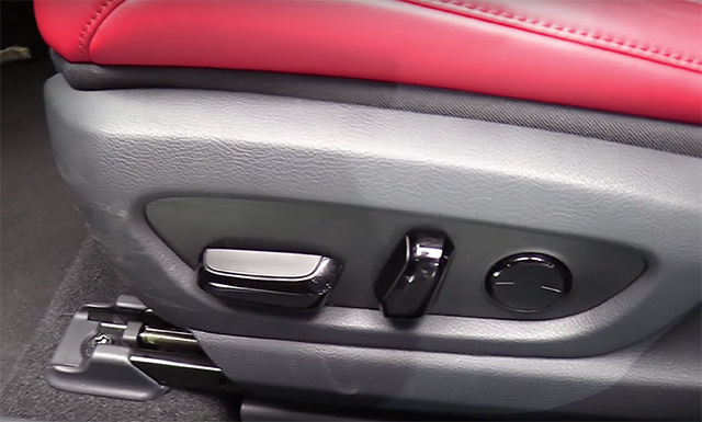 LexusUX06_201803310005271a1.jpg