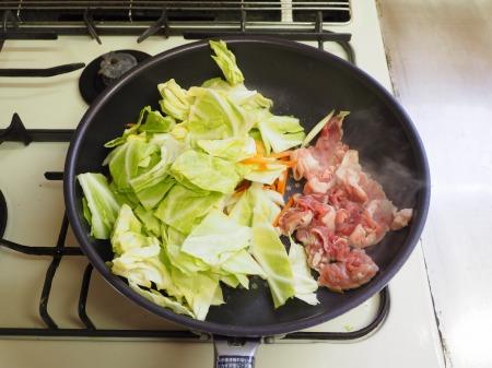 豚キャベツ丼036