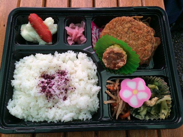 6月1日 ロケ弁(2つ食った)
