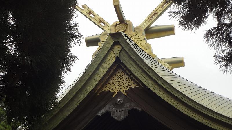神社屋根アップ