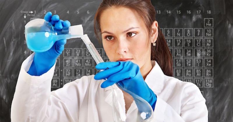 chemist-3014142_1920.jpg