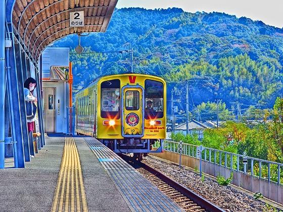 171101夜須駅タイガース列車