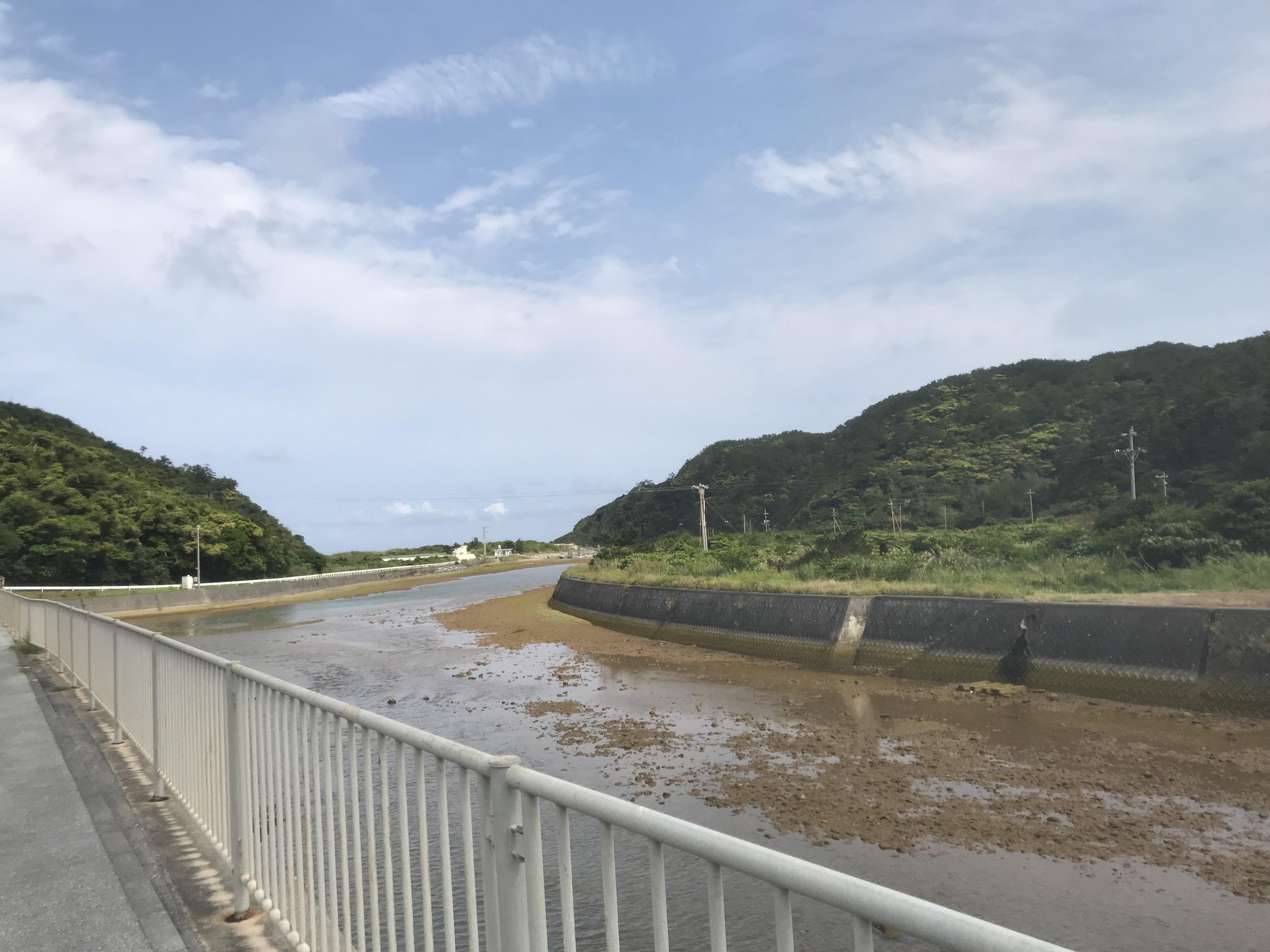 201803沖縄安波海へ続く河