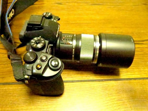 LH49フードを装着してカメラに