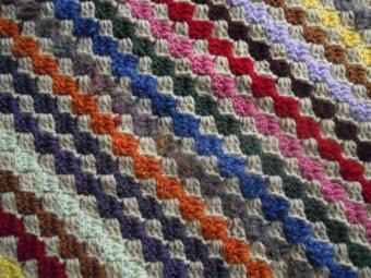 残り毛糸で斜めに、拡大180308