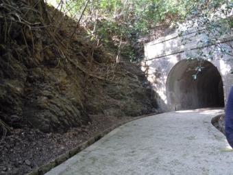 明治のトンネル出口180311