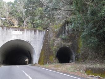 熊ンぼ古道に入る途中の道180318