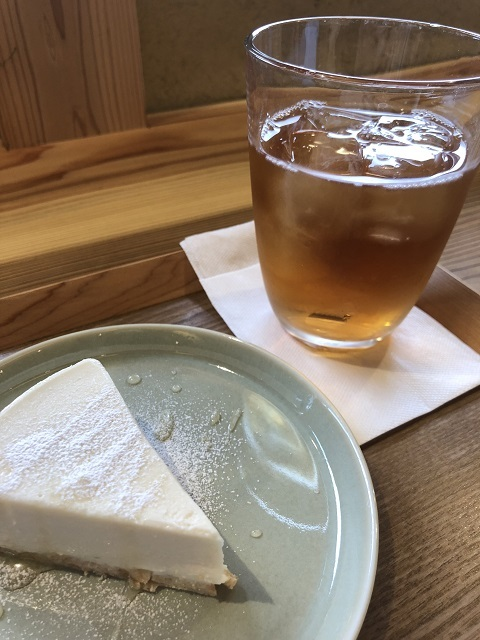 ファーマーズ ダイニングカフェ イロドリ 豆乳と白味噌のレアチーズケーキ