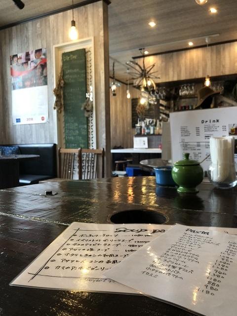カフェ スリーピース テーブル席
